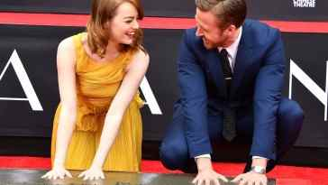 ryan-gosling-emma-stone-hand-footprint-ceremony-3