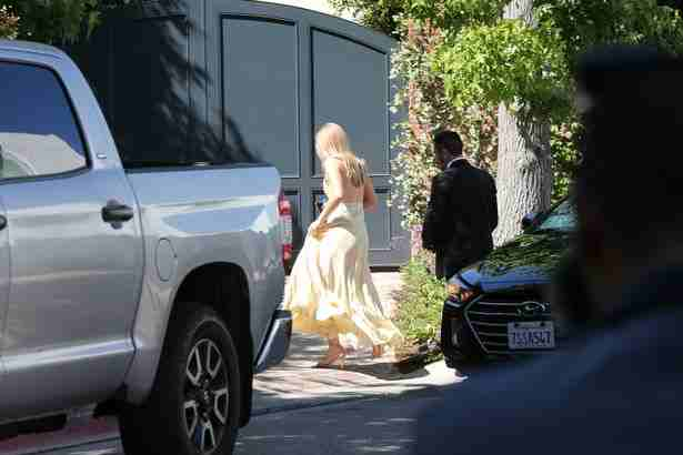 Guest-arriving-at-Miranda-Kerr-and-evan-spiegel-wedding-in-Los-Angeles-CA